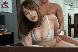 お願いされたら断れないおっとり天然な人妻お姉さんの無自覚な誘惑。 篠田ゆう